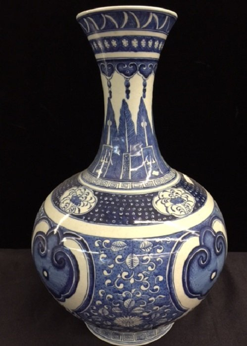 Qianlong Mark Blue And White Porcelain Vase