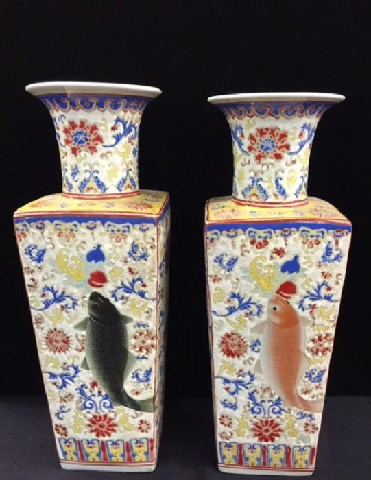 A Pair Of Yongzheng Mark Famille Rose Porcelain Vase