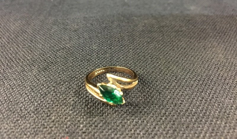 A Beautiful 18K Gold Ring Inlaid Diamond