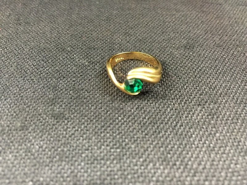 A Nicely Carved Green Gem Stone Inlaid 18K Gold Ring