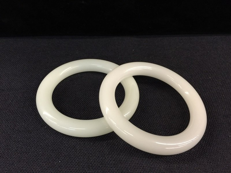 A Finely Pair Of White Jade Bangles