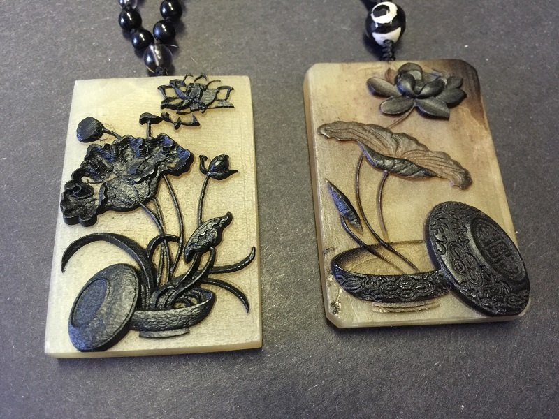 A Pair Of Bone Pendant Necklace Inlaid Carved Flowers