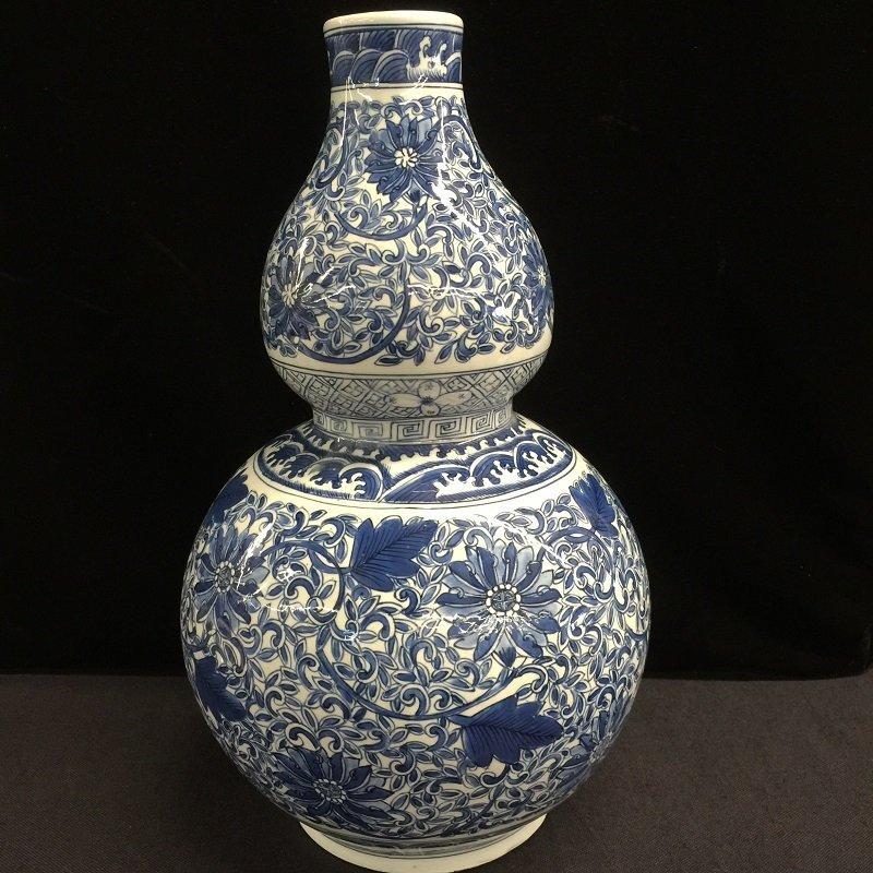 Beautiful Chinese Blue & White Gourd Shape Vase