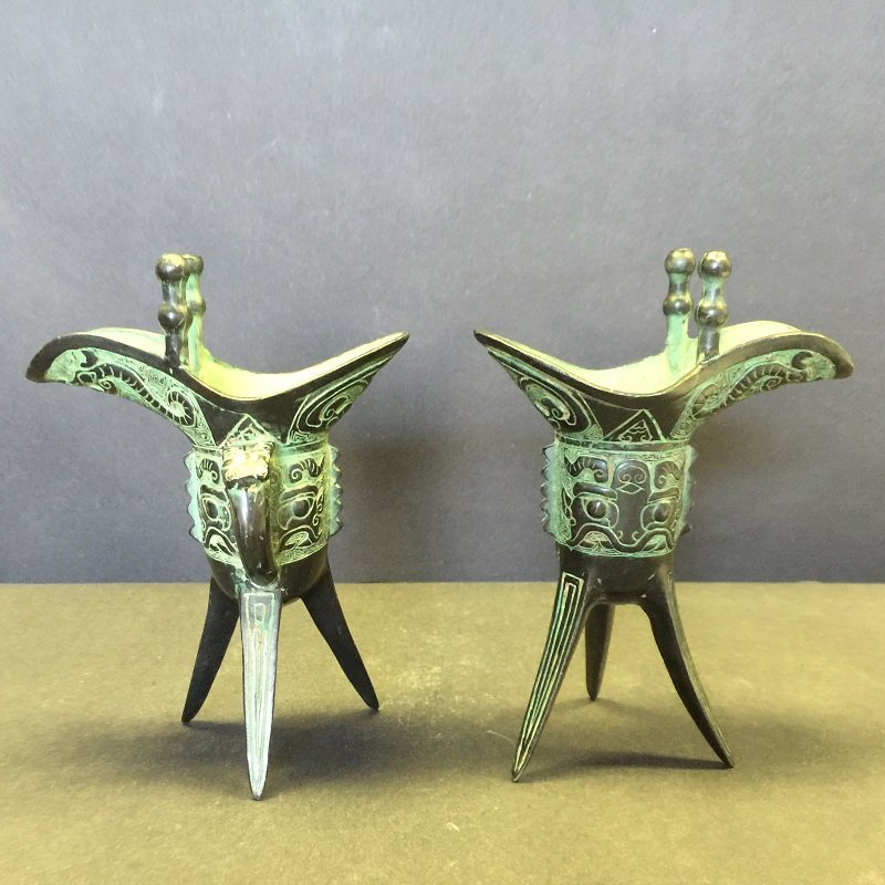 A Nicely Carved Pair Of Archaic Bronze Wine Cups
