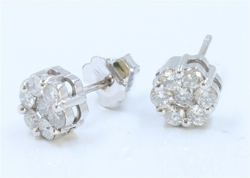 A Beautiful 14W/G Earing Inlaid 0.65CTS Diamond
