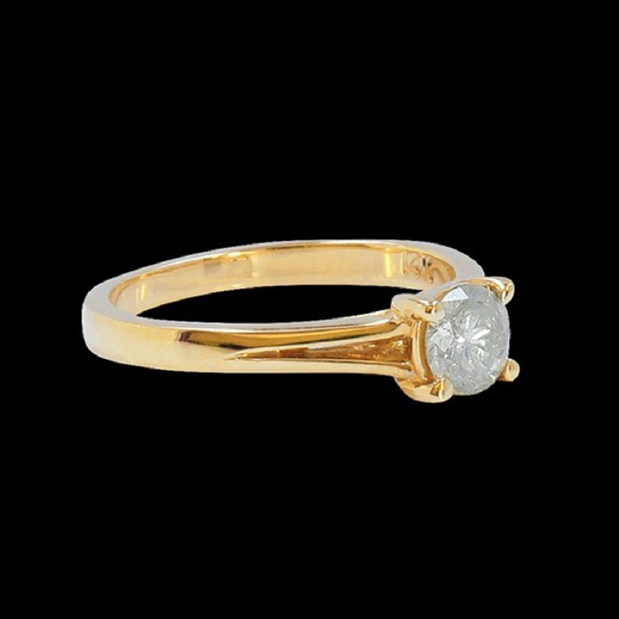 A Nicely 14K Yellow Gold Ring Inlaid 0.60CTS Diamond