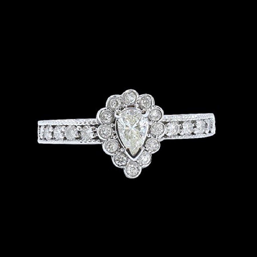 A Beautiful 14K W/G Ring Inlaid 0.35 Natural Diamond