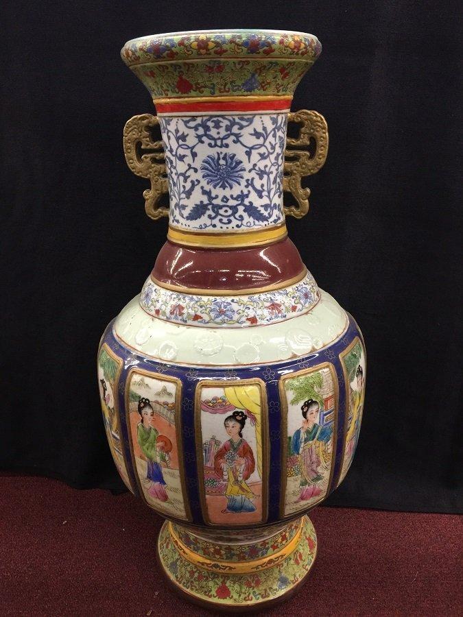 A Finely Qing Gilt Famillie Rose Porcelain Vase