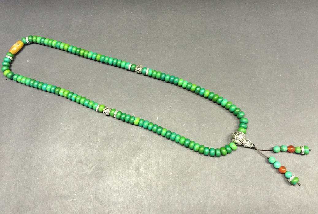 A Finely Carved Turquoise Beads Necklace