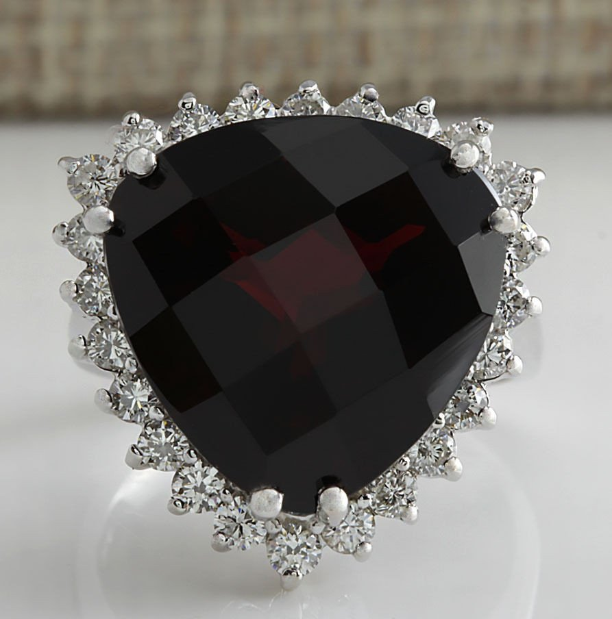 18.01Ct Natural Red Garnet And Diamond Ring In14K White