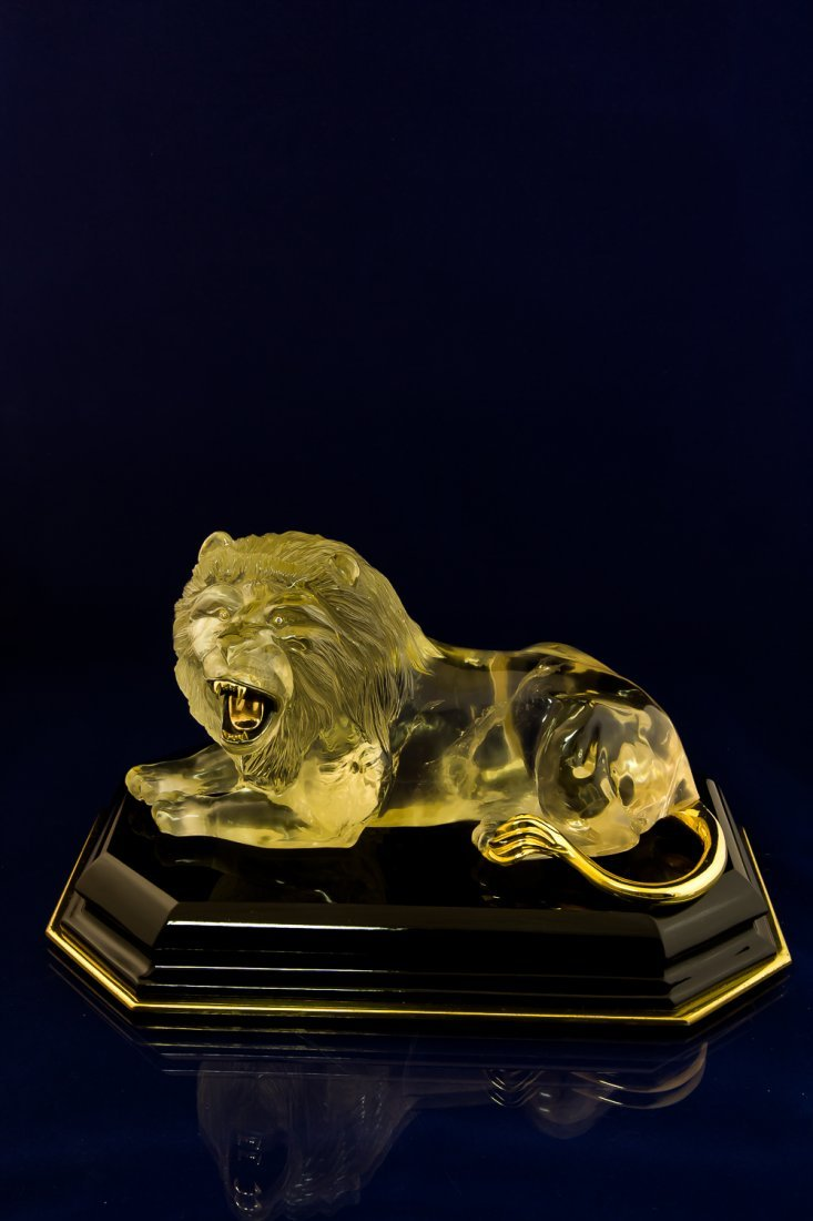 Lion hand-carved from Citrine