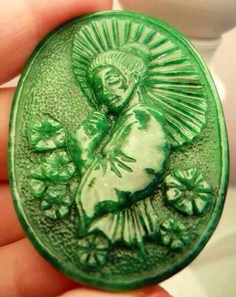 Jadeite Geisha hand-carved by Przemyslaw Kus