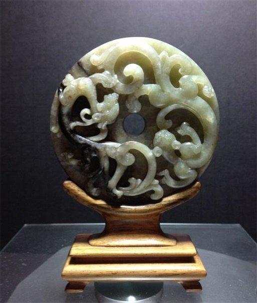Ming or earlier- jade circular disc carved 'Chi Long '