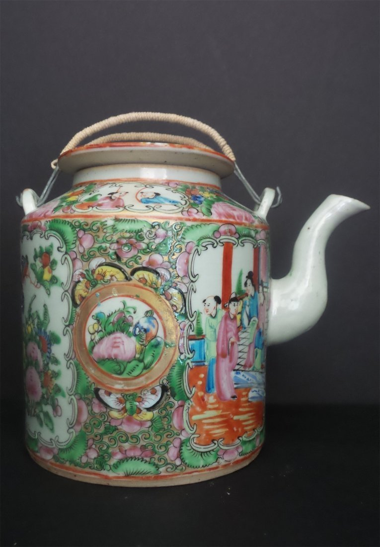 QING - CHINESE EXPORT ROSE MEDALLION PUNCH TEAPOT