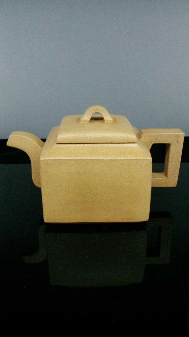 A Vintage Chinese YiXing Teapot 陳總徐