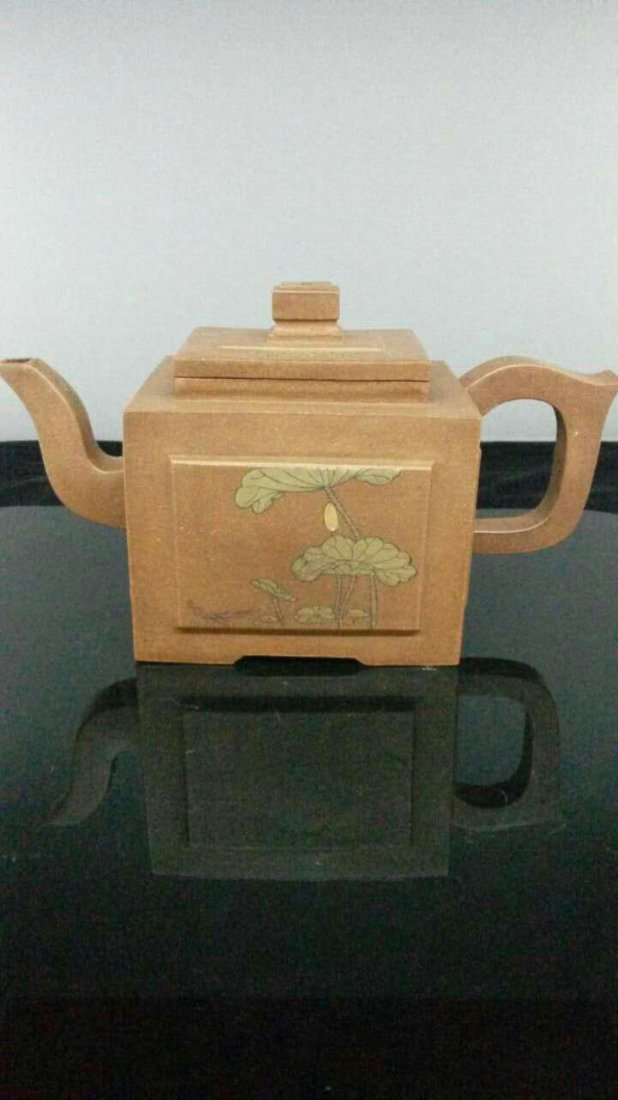 A Vintage Chinese YiXing Teapot 郝權&#23493