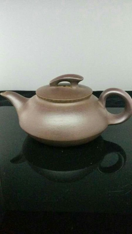 A Vintage Chinese YiXing Teapot。