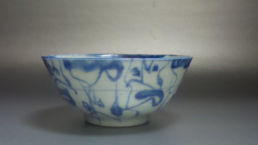 IN THE EARLY 20TH CENTURY BLUE AND WHITE BOWL