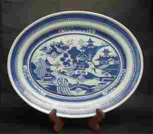 A LARGE CHINESE ANTIQUE BLUE AND WHITE PORCELAIN PLATE