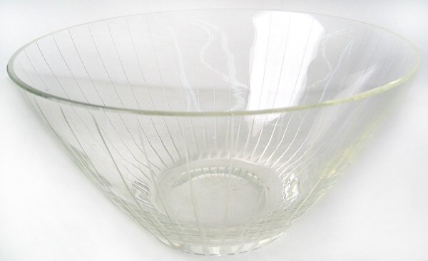 2959: Engraved glass bowl
