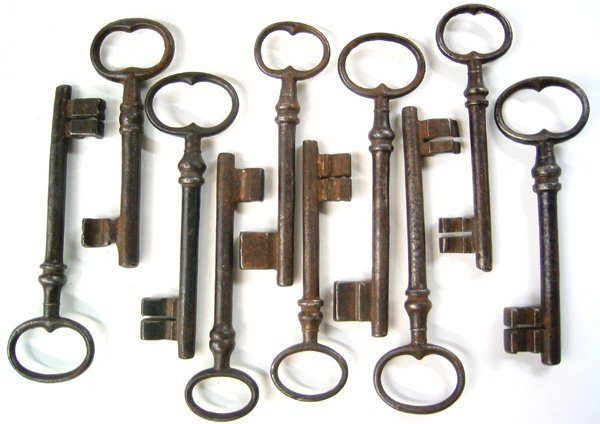 2969: Lot of 10 antique keys