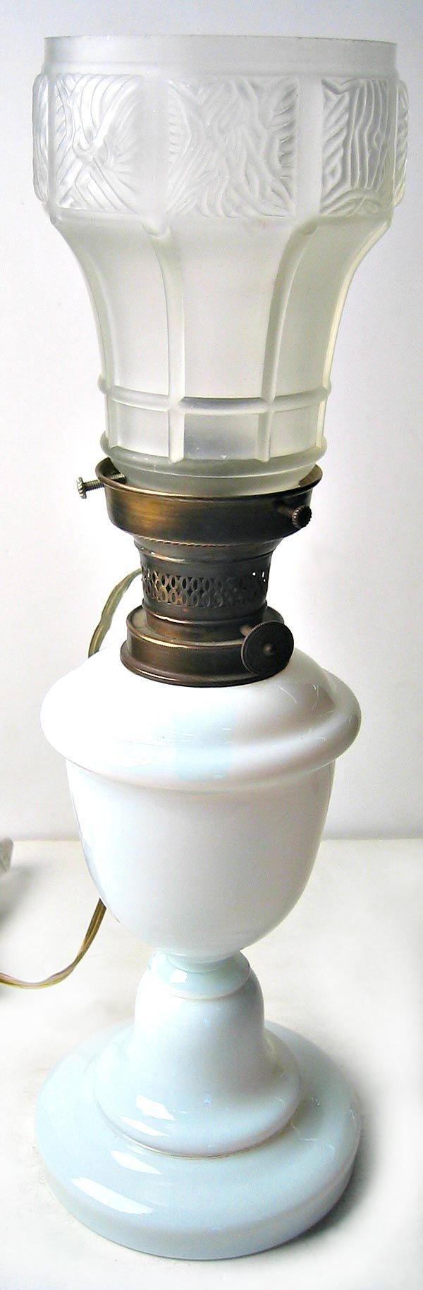 2973: Milk glass table lamp