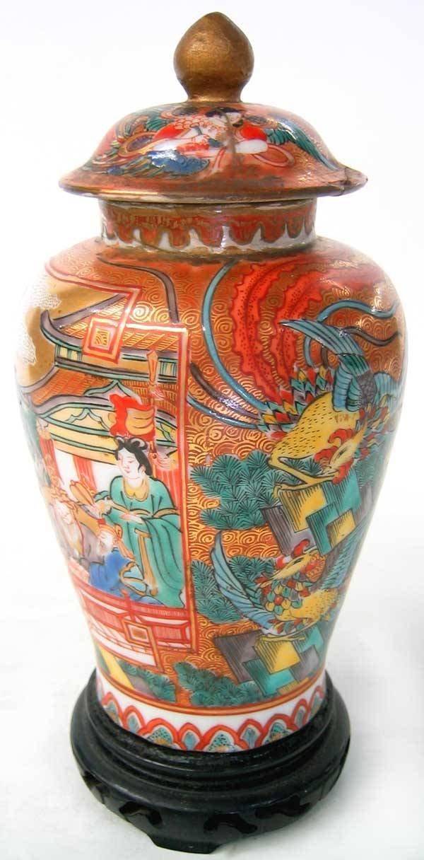 3957: Small oriental urn