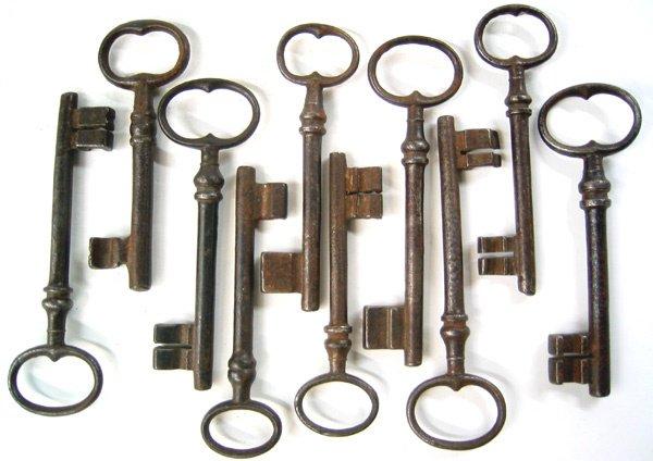 3969: Lot of 10 antique keys