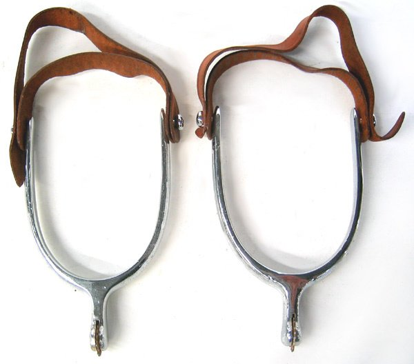 3971: Pair of metal spurs