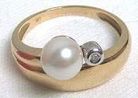 389: Nice Gold and Cultured Pearl Ring