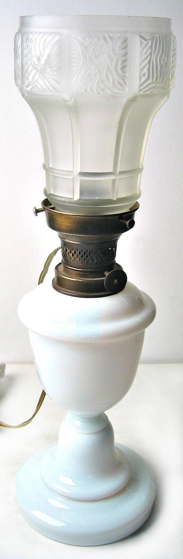 6973: Milk glass table lamp