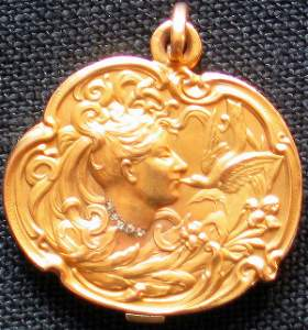 8492A: Unique Art Nouveau Gold Locket