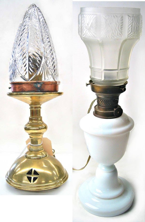 8972: Lot of two table lamps table lamp