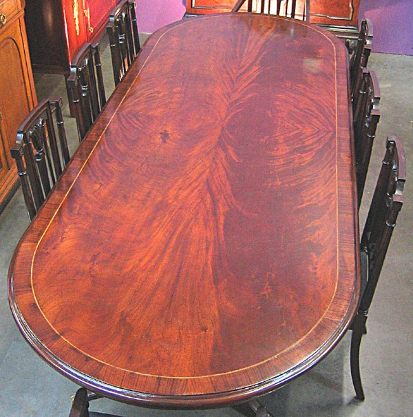 408: Flamed mahogany oval dinning table