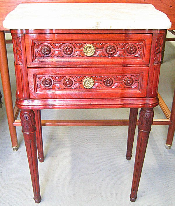 1010: French style accent table
