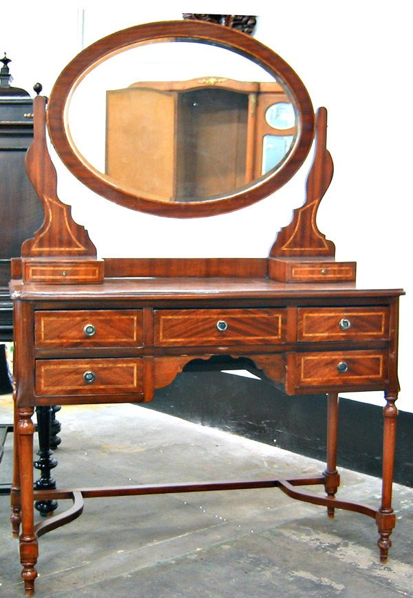 3035: Federal Style marquetery inlaid dresser