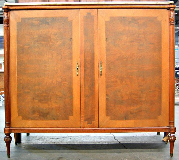 4024: French Louis XVI china cabinet