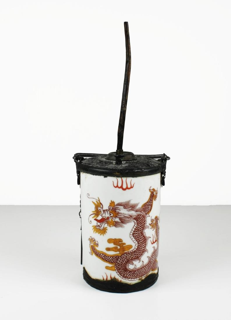 China. Late Qing dynasty. Porcelain water pipe