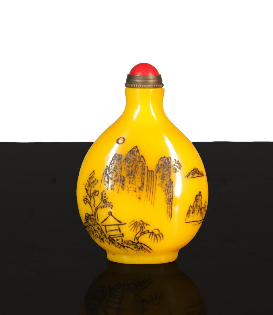 Antique chinese Imperial Yellow Glass snuff