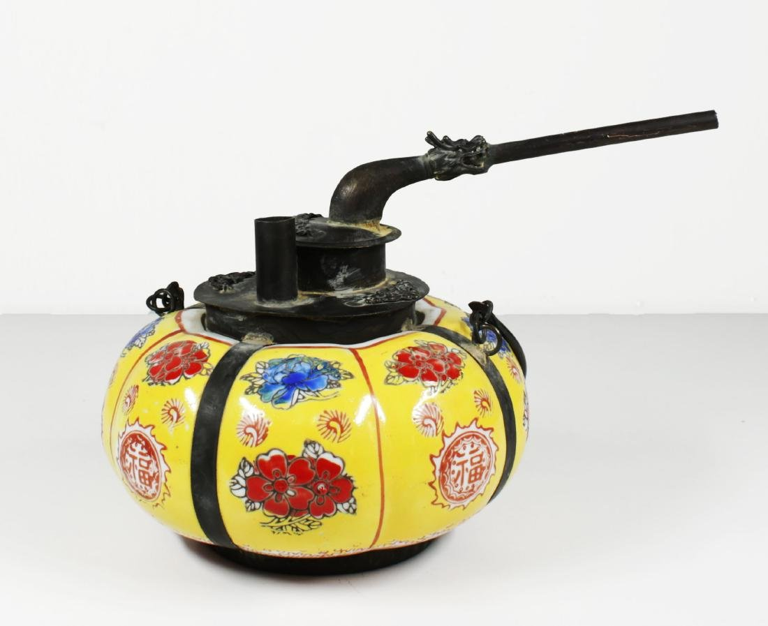 Late Qing dynasty Porcelain water pipe.