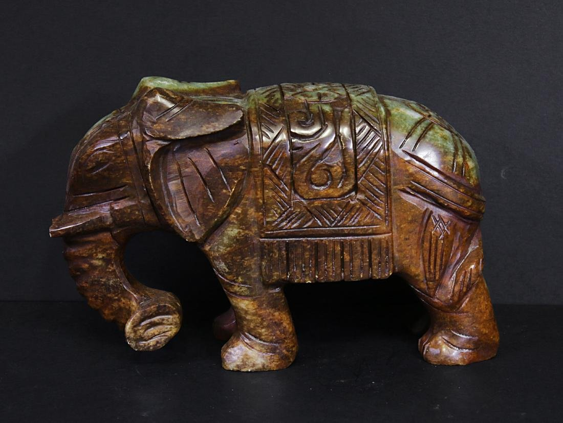 Carved elephant jade. Green-brown colour - 3