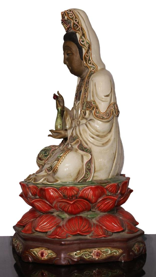 Porcelain staue of Buddha Qing dynasty - 2