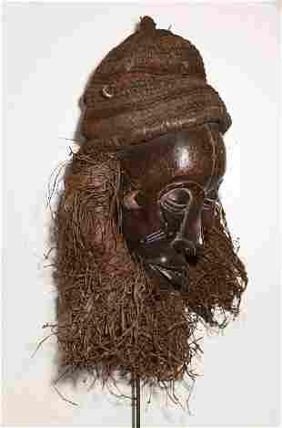 Angola. 1950 circa. Impressive Chokwe mask. 1,2 Kg. -
