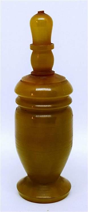 China 1850 Carved horn Snuff bottle 8 cm D: 2,5 cm.