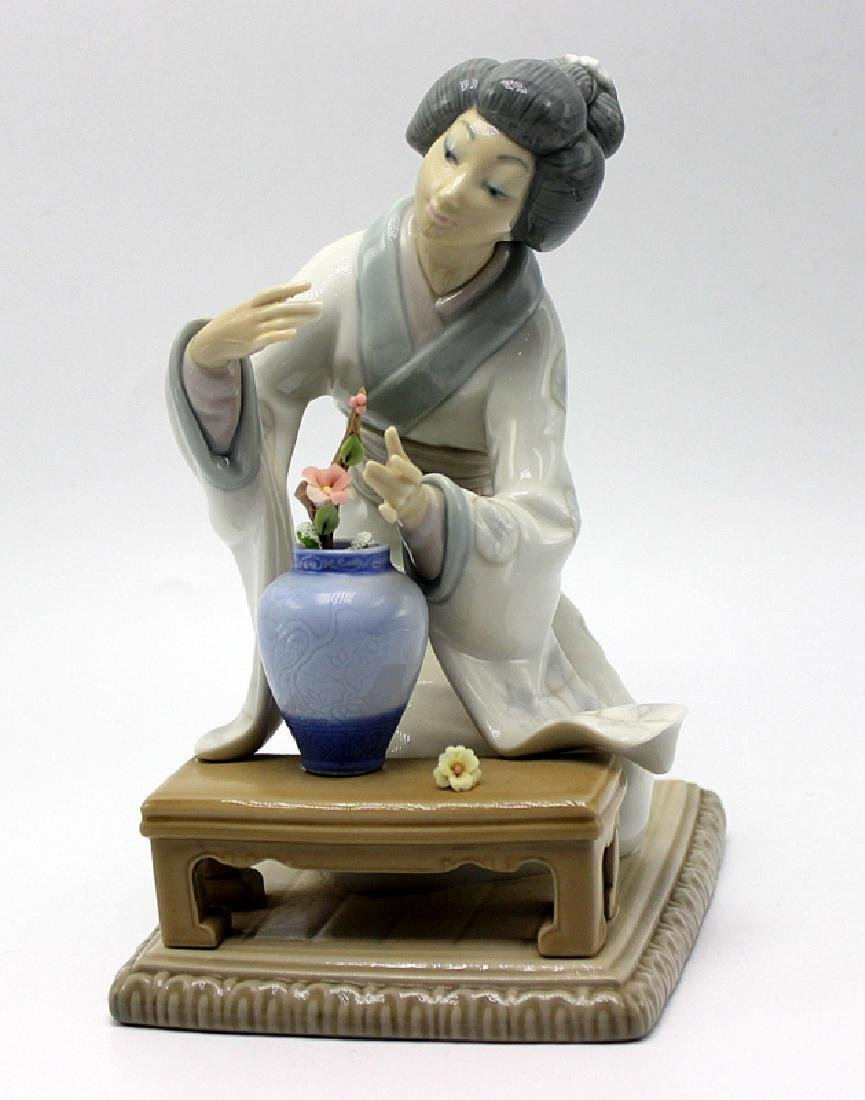 Lladro Geisha Girl Arranging Flowers