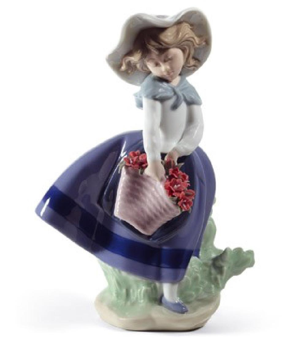 "Lladro ""Pretty Pickings"" Porcelain Figurine #5222 in"