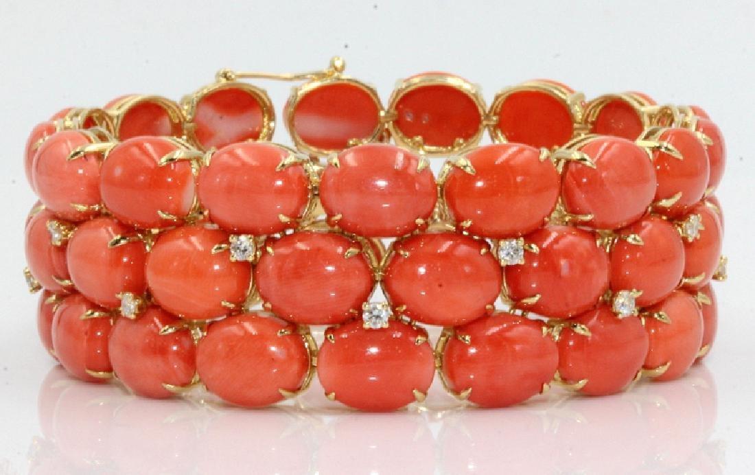 18Kt YG, 102.00ct. Coral & 0.90ct. Diamond Bracelet