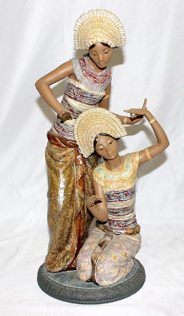 Large Lladro Figure Of Two Thai Women