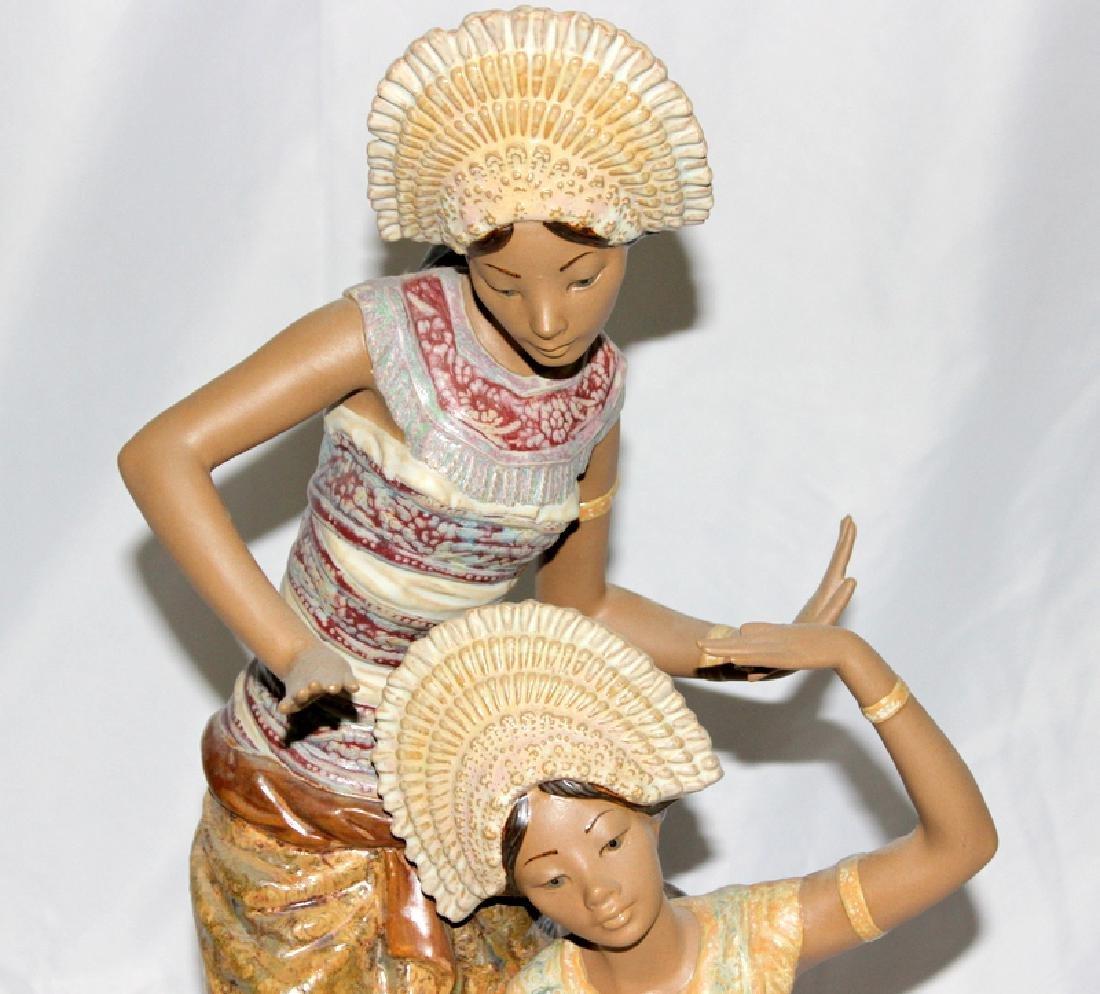 Large Lladro Figure Of Two Thai Women - 2