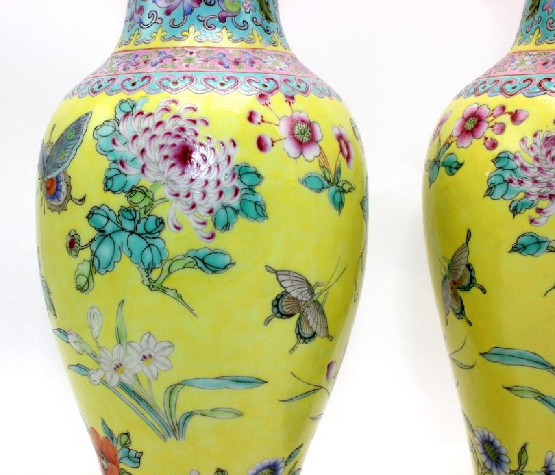 Pair of Chinese Porcelain Vases - 3